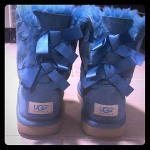 Girls teal 🦋 bow Ugg Boots 👢 Sz 5